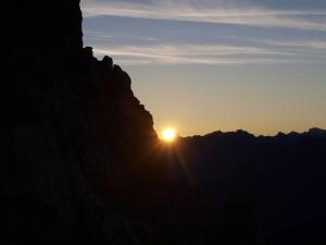Sonnenaufgang beim Aufstieg auf den Saulakopf